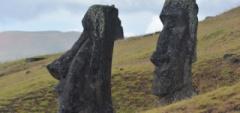 Inez---Watching-Moai