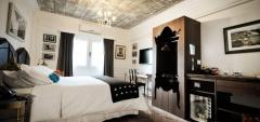 Hotel Clasico - King Bedroom